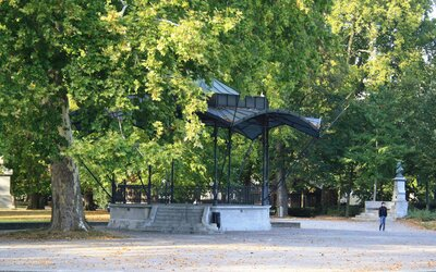 Platzspitz: Park plný mrtvol aneb švýcarský ráj pro narkomany, kde se denně použily tisíce stříkaček