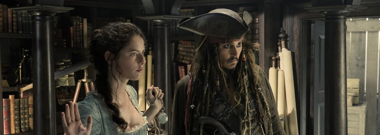 Plavou Piráti z Karibiku na vlnách původní trilogie, nebo zabloudili do vod přehnaných vizuálních efektů, nelogičnosti a průměrnosti?