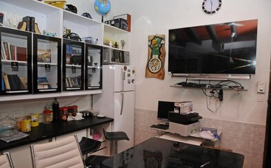 Plazmová televízia, moderná kuchyňa a knižnica. Väzenská cela brazílskeho narkobaróna vyzerala lepšie ako bežný byt