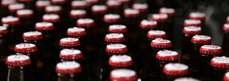 Plzeňský Prazdroj končí na Slovensku s pivom v plaste už tento rok. Sklenené fľaše od piva vie použiť 17-krát