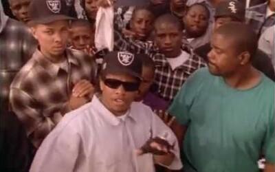 Po 22 rokoch sa dostala von doposiaľ nevidená verzia klipu Real Muthaphuckkin G's, v ktorom Eazy-E dissuje Dr. Dre-ho