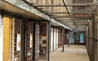 Po 30 rokoch od úteku z väzenia sa Austrálčan prihlásil na polícii. Život za mrežami bude podľa neho lepší ako život na ulici