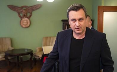 Po Andrejovi Dankovi zostal len 30-metrový stožiar a zelené steny v kancelárii. Sľúbil, že ich svojpomocne premaľuje