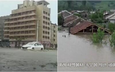 Po hladomore prichádzajú extrémne záplavy. V Severnej Kórei je už vyše tisíc domov pod vodou, evakuujú ľudí
