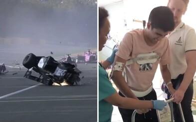 Po hrozivé nehodě ve formuli odmítl amputaci. Nyní se opět dokázal postavit na nohy