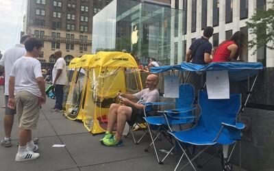 Po iPhonu 7 je obrovská poptávka. Lidé za stání ve frontách před Apple obchody chtějí téměř 80 000 Kč