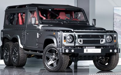Po masivním tuningu se z Land Roveru Defender stalo luxusní monstrum na šesti kolech