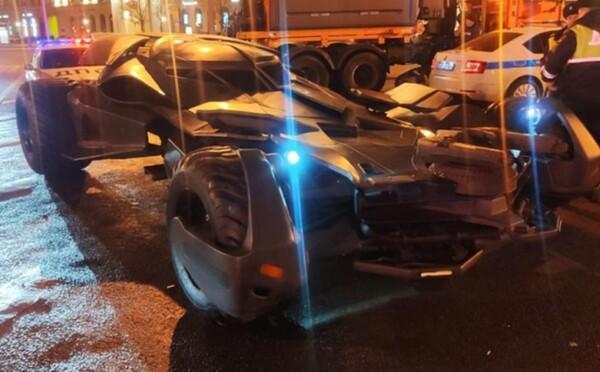 Po Moskve sa premával Batmobile, len nedávno ho niekto kúpil v aukcii za takmer milión dolárov