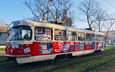 Po Praze bude jezdit legendární polepená tramvaj jako v listopadu 1989