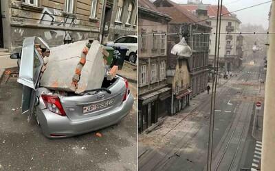 Po silném zemětřesení v Chorvatsku se rozpadají budovy, zničeny jsou ulice i auta