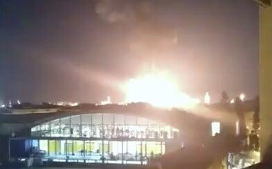 Výbuch v chemické továrně vymrštil kus plechu, který zabil muže 2 kilometry od nehody