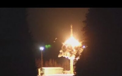 Po výbuchu v ruskom vojenskom stredisku zomreli dvaja ľudia. Zvýšené žiarenie je podľa ministerstva normálne