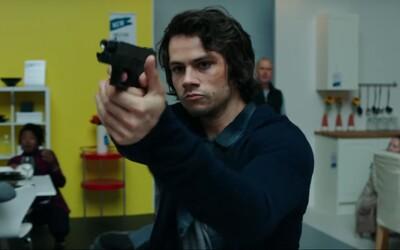 Po zabití snúbenice teroristami sa Mitch rozhodne zabiť každého z nich brutálnym spôsobom. V úžasnom traileri ho na to cvičí Michael Keaton