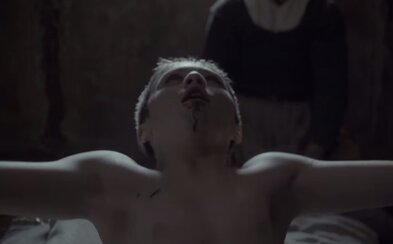 Po zhlédnutí traileru na horor Čarodějnice asi neusneš. Obsahuje posedlé děti, zvířata a hrozivý les