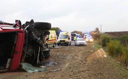 Po srážce autobusu s náklaďákem na Slovensku zemřelo 12 lidí, dalších 17 bylo zraněno