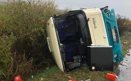 Po zrážke autobusu zomrelo 12 ľudí, z toho 4 deti. Ďalších 20 sa zranilo (Aktualizované)