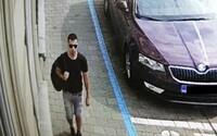 Pobodání uprostřed Brna: Policie zveřejnila fotku svědka, který může pomoci s dopadením pachatele