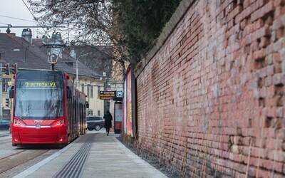 Počas cesty v MHD sa nerozprávajte, žiada ľudí bratislavský dopravný podnik