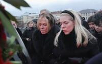 Počas minulých štátnych smútkov v Česku nejazdila MHD a rádio vysielalo ticho. Česi smútili, keď zomrel Havel, a teraz Gott