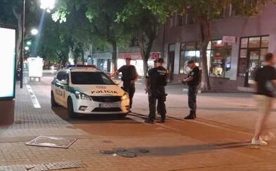 Počas nočných bitiek na Obchodnej ulici zasahovala polícia aj záchranka. Zadržali 18-ročného Čecha