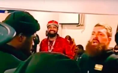 Počas rap battle nazval oponenta neg**m, ten ho za to udrel to tváre