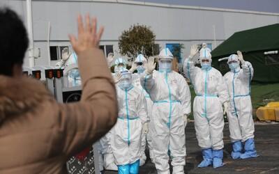 Počet nových infikovaných v Číne konečne klesá. Vo Wu-chane zatvorili prvú krízovú nemocnicu