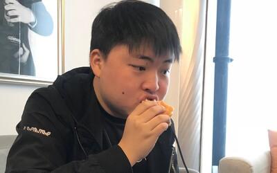 Počítačové hry mu prý způsobily cukrovku a zničily zdraví. Nejznámější čínský e-sports hráč ukončil kariéru