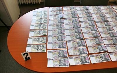 Poctivá nálezkyně z Jičína odevzdala tašku s 260 tisíci korunami
