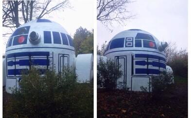 Pod Nuselským mostem můžete narazit na robota R2-D2 ze Star Wars. Podívejte se na zdařilý umělecký počin z pražských ulic