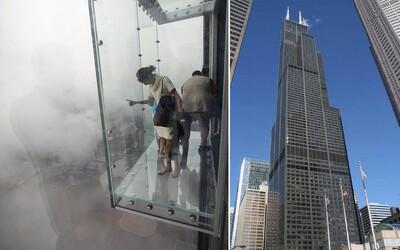 Pod ženou na 103. poschodí začalo praskať sklo. Na vyhliadke incident ľudí poriadne vydesil