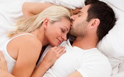 Podcast: Pravá láska toleruje i prdění ze spaní. Toto jsou příběhy, které nám poslali diváci