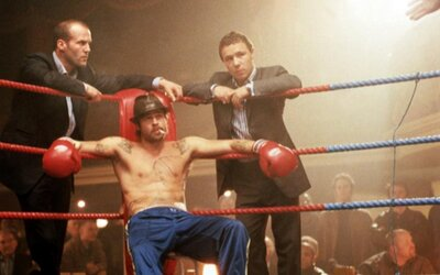 Podfu(c)k s Bradom Pittom a Jasonom Stathamom je zábavnou gangsterkou plnou skvelých postáv a šialených situácií