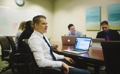 Podívali jsme se, jakým způsobem se připravit na budoucnost. Kde sehnat praxi, jak si najít práci a jakých výhod využívat?