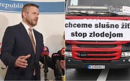 Podľa premiéra Pellegriniho dopravcovia obťažujú slovenských občanov a robia z nich rukojemníkov. Vyzýva ich, aby rokovali