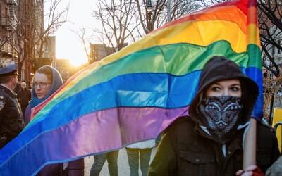Podľa psychologičky zo SAV môžu rodinu tvoriť aj dvaja gayovia či lesby. 40 % detí aj tak nemá za rodičov manželov