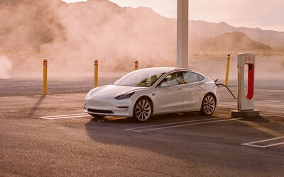 Podle nového zákona budou muset elektrická auta uměle hučet, aby je bylo slyšet