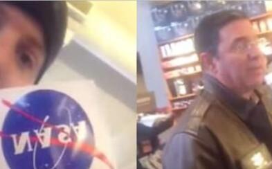 Podporovateľ teórie o plochej Zemi v Starbuckse prepadol vedca z NASA. Keď sa s ním odmietal rozprávať, obvinil ho, že neznáša Američanov