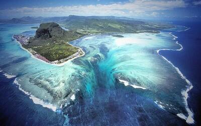 Podvodný vodopád či optická ilúzia? Oceán obklopujúci Maurícius v sebe ukrýva mnoho tajomstiev