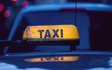 Podvody v centru Prahy stále přetrvávají. Taxikář si řekl o 12 000 korun za 14 kilometrů jízdy, nakonec se spokojil se šesti tisíci