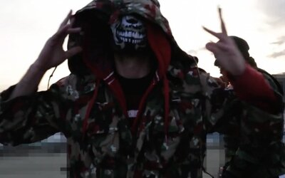 Podzemie strieľa slovenských rapperov v klipe na Vy.ebané stromy