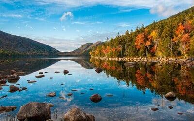 Pohádkové nebo radioaktivní. Nejzajímavější jezera na světě občas vytvářejí scenérii jako z cizí planety