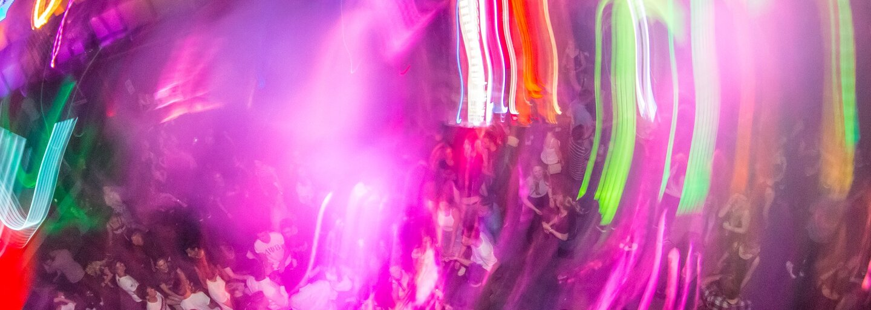 POJĎ VEN: Tento týden Praha pohostí Islamiq Grrrls, Momův křest alba, SHXCXCHCXSH nebo Chilli Fest na Náplavce