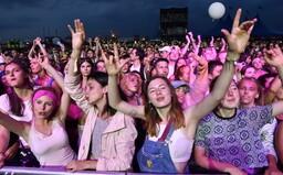 Pojď ven: Těš se na brněnský festival Pop Messe, Emmu Smetanu a Jordana Haje nebo vlnu UK soundu