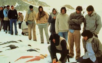 Pojídali své přátele, aby přežili: Ragbyový tým, který ztroskotal v Andách se musel uchýlit ke kanibalismu
