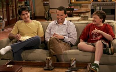 Pokazené scény z Dva a pol chlapa: Charlie Sheen si na natáčaní vždy zo všetkého dokázal robiť srandu