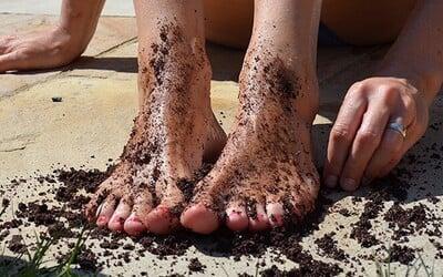 Pokožka našich nôh prichádza v lete do väčšieho kontaktu s nečistotami ako inokedy. Ako si aj za týchto podmienok udržať nohy krásne a svieže?