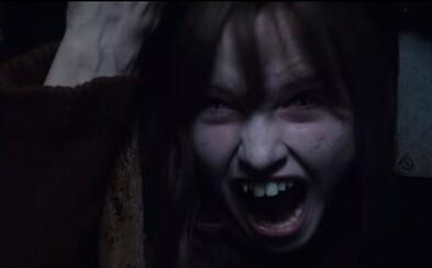 Pokračovanie hororu Conjuring od Jamesa Wana vnadí strašidelným, atmosférickým trailerom