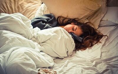 Pokud chodíš pozdě spát a ráno se ti špatně vstává, zvyšuješ si pravděpodobnost předčasné smrti. Nový výzkum sledoval 430 tisíc lidí