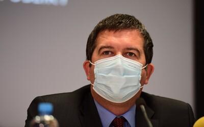 Pokud nedojde ke zpřísnění opatření, hrozí zahlcení nemocnic, uvedl Hamáček
