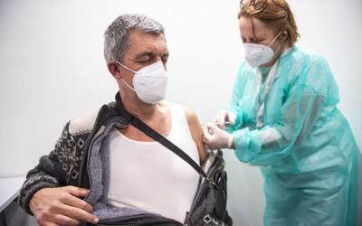 Pokud se bude očkovat dosavadním tempem, cíle 70 % naočkovaných Česko dosáhne až v prosinci 2022